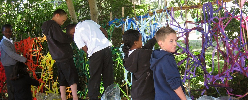Sarah Jayne Edwards creating a colourful willow  weaving sculpture with students.